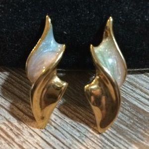 Pretty Gold Vintage Pierces Earrings